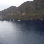 Vu sur la baie. Notre catamaran est celui du centre