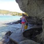 Exploration des sentiers dans la section à gauche de la plage de Bequia