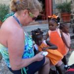 Rencontre avec des enfants adorables à l'église de Mayreau