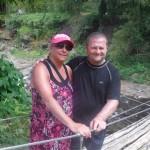 marie-Josée et Patrick sur le pont de bambou